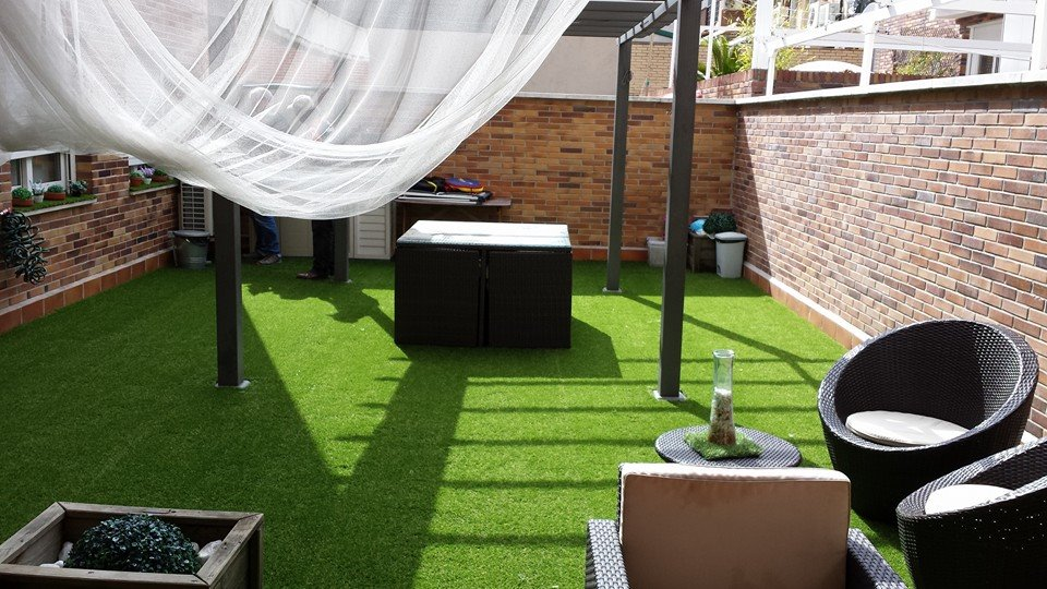 C sped artificial la mejor soluci n y opci n para tus espacios libres el blog semanal - Cesped artificial terrazas ...